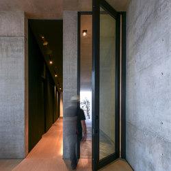 Nova | Porta blindata a bilico vetrata che permette di creare ingressi di qualsiasi dimensione. | Porte casa | Oikos – Architetture d'ingresso