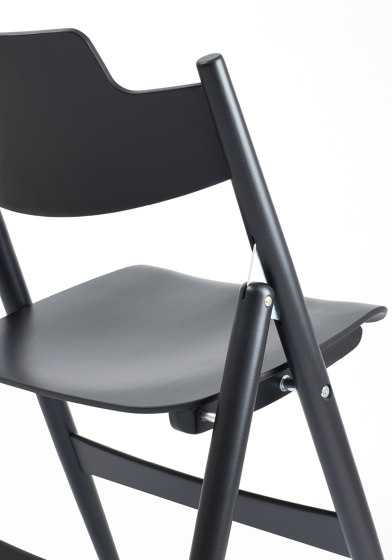 SE 18 Folding Chair by Wilde + Spieth | Chairs
