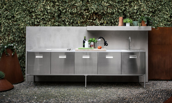 Artusi linear outdoor by Arclinea | Compact outdoor kitchens