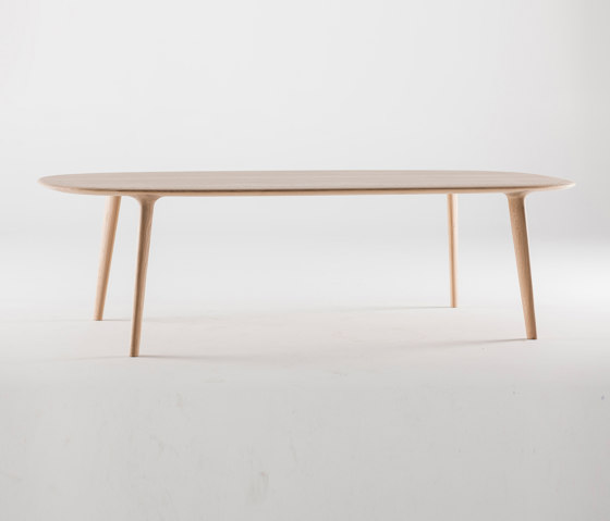 Luc oval table by Artisan | Dining tables