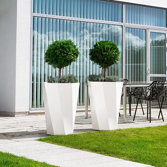 Butler Flowerpot di Jangir Maddadi Design Bureau | Vasi piante