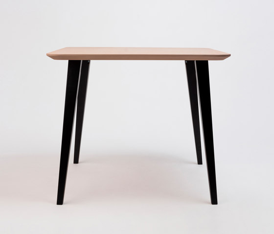 Bob Table Square by ONDARRETA | Dining tables