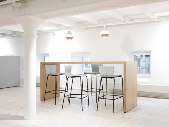 Meeting table di Magnus Olesen | Tavoli alti