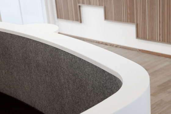 Grape RECEPTION in Corian® de Grape | Comptoirs