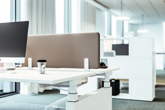 Viteco Partitioning system AS10 by Assmann Büromöbel   Table dividers