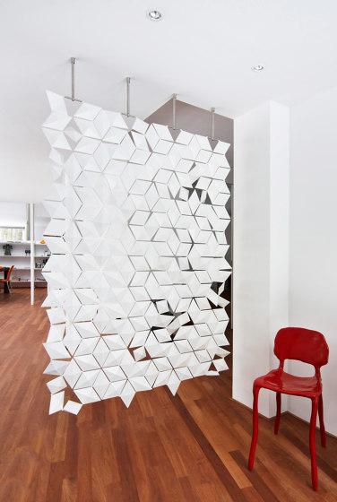 Facet Separador Colgante - 136x210cm de Bloomming | Divisores de habitaciones fonoabsorbentes