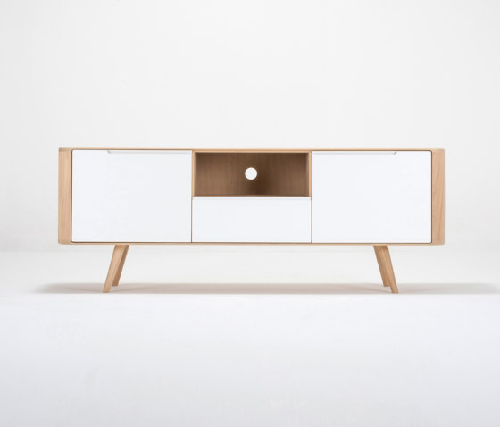 Ena TV sideboard two | 160x42x60 di Gazzda | Credenze