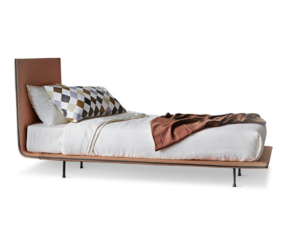 Thin single bed by Bonaldo | Beds