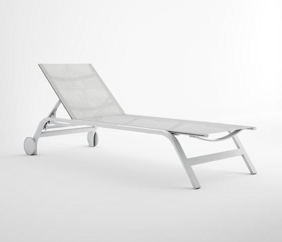 Stack Liegestuhl mit Rädern von GANDIABLASCO | Sonnenliegen / Liegestühle