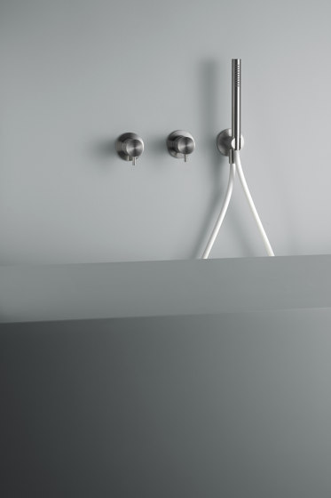Ottavo | Stainless steel Wall mounted mixer set with hand shower by Quadrodesign | Shower controls