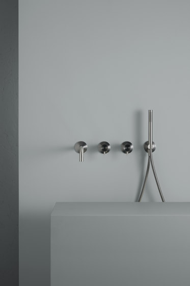 Ottavo | Stainless steel Wall mounted mixer set with hand shower and spout by Quadro | Shower controls