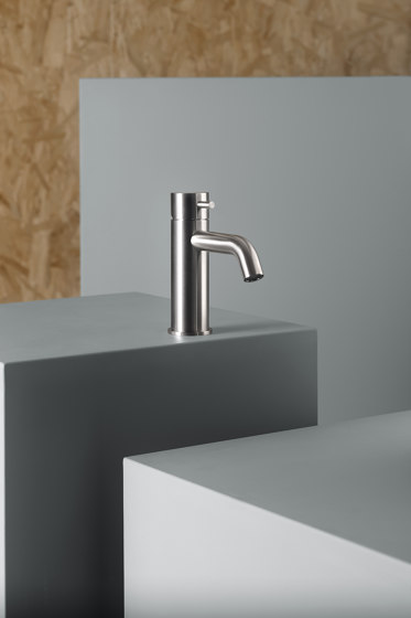 Source | Stainless steel Deck mounted mixer by Quadrodesign | Wash basin taps
