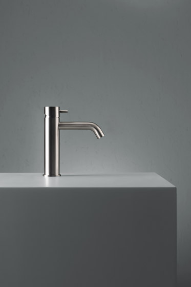 Source | Stainless steel Deck mounted mixer by Quadro | Wash basin taps