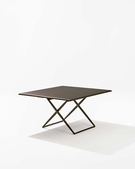 Zebra Up&Down square table by Fast | Dining tables