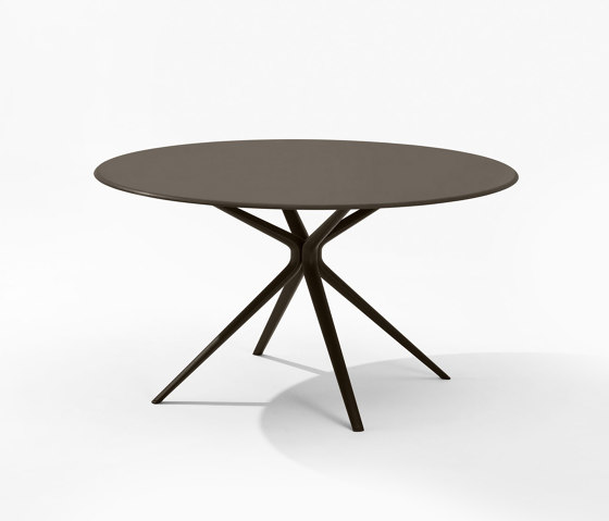 Moai round Table by Fast | Dining tables