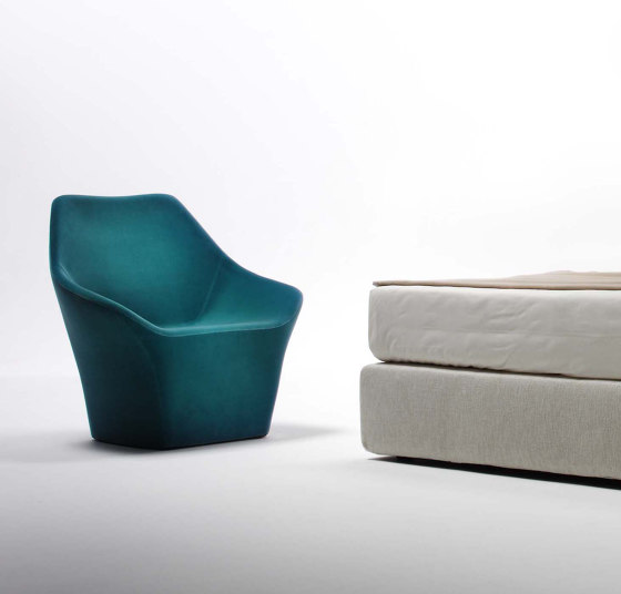 Rhea | Armchair de Estel Group | Fauteuils