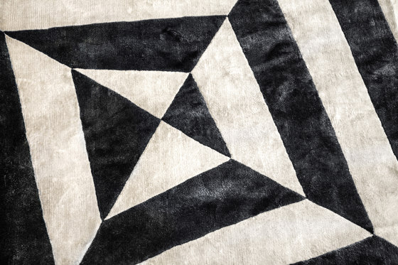 RIPPLE Carpet by GIOPAGANI | Rugs