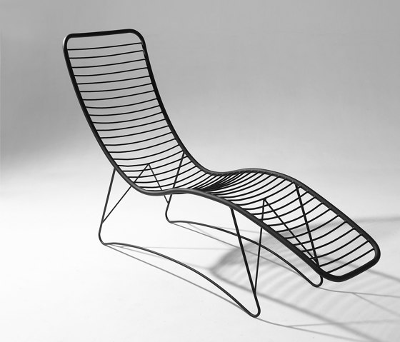 Pod Lounger / Daybed on Base stand by Studio Stirling | Sun loungers