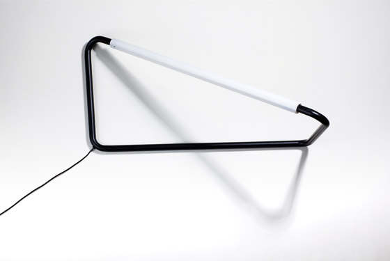 Light Object 001 - LED light, black finish de Naama Hofman Light Objects | Luminaires de table
