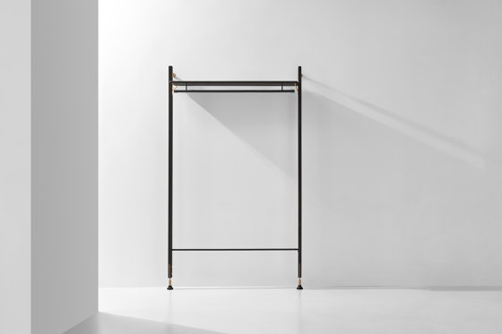Theo Wall Unit Clothing Rail von District Eight | Garderoben