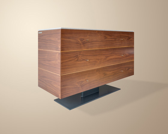 Connery Chest Of Drawers di Ivar London | Credenze