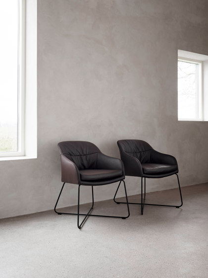 Caspar by Wendelbo | Chairs