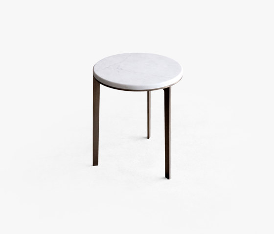 Side Table Round With Marble Top de Bensen | Mesas auxiliares