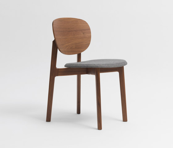 Zenso Fully upholstered seat and wooden back di Zeitraum | Sedie