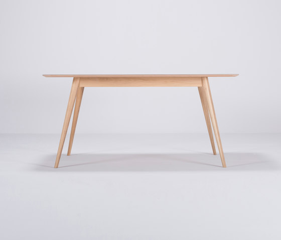 Linn table | 160x90x75 de Gazzda | Tables de repas