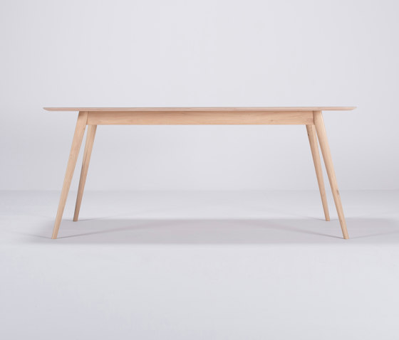 Linn table | 180x90 de Gazzda | Tables de repas