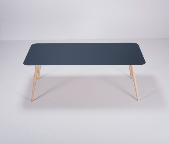 Linn table | 200x90 de Gazzda | Tables de repas
