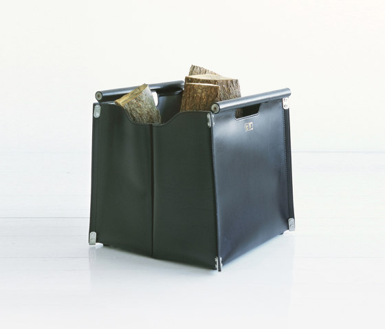 Borsa Lato 45 Leather Container by conmoto | Fireplace accessories