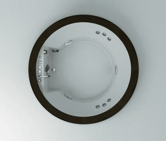 Nova by Jacuzzi® | Whirlpools