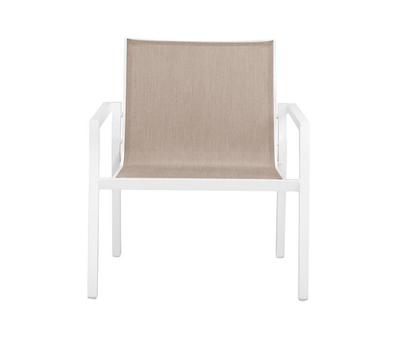 TRIG LOUNGE CHAIR di JANUS et Cie | Poltrone