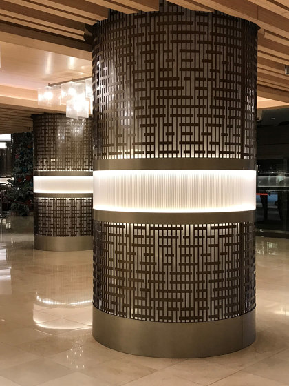 Decorative Round Metal Laser cut Column Covers in Medium Bronze Color di Moz Designs | Lamiere metallo