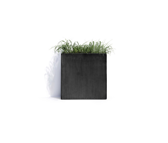 New York S by Cosapots   Plant pots