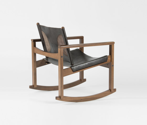 PegLev Rocking Chair - Walnut/Macassar von Objekto | Sessel