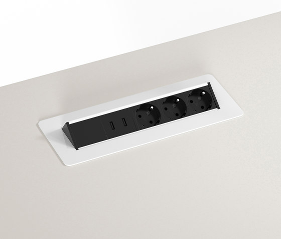 Quickbox | HiLow table component di Montana Furniture | Prese USB
