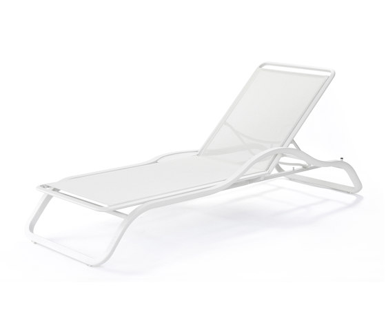 Marumi | Sunlounger with Arm and Tray by EGO Paris | Sun loungers