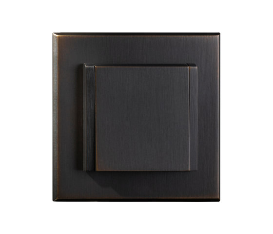 Regent - Medium bronze - Multi-standard socket with lid by Atelier Luxus | Schuko sockets