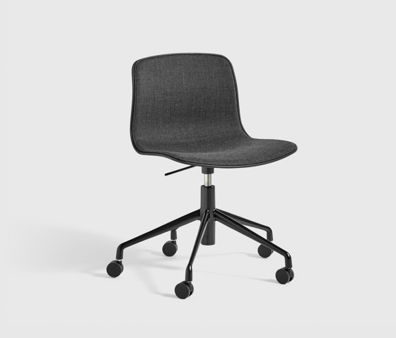 About A Chair AAC50 with gaslift de HAY | Sillas