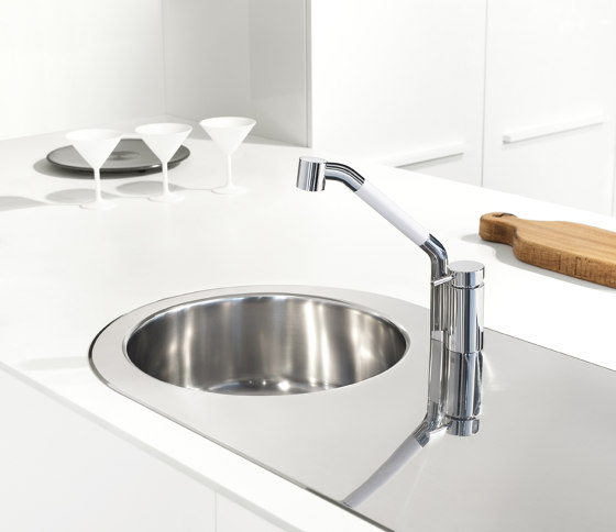 Kitchen Brass | Kitchen sink mixer Ottavo series with swivel spout and extractable shower by Quadrodesign | Kitchen taps
