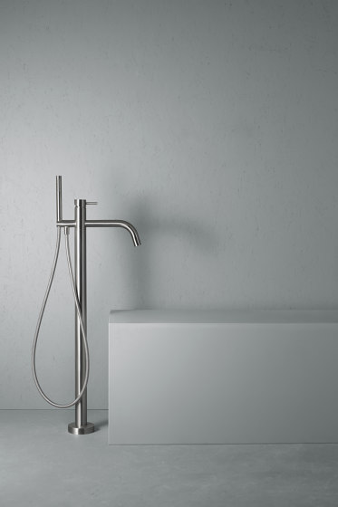 Source | Stainless steel High water flow free-standing mixer for bathtub with hand shower by Quadrodesign | Bath taps