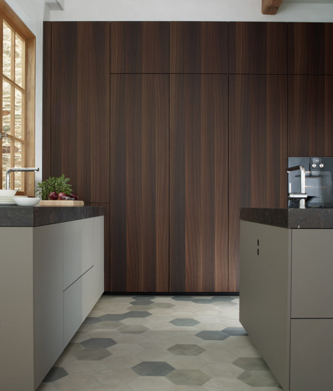 Retractable tall unit FINE by Santos | Fitted kitchens