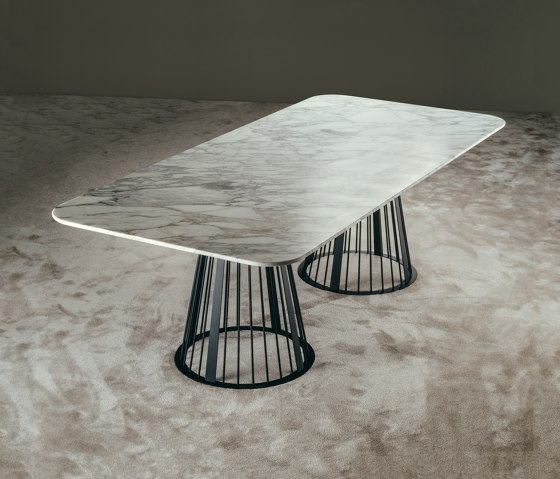 RENDEZ-VOUS Dining Table by GIOPAGANI | Dining tables