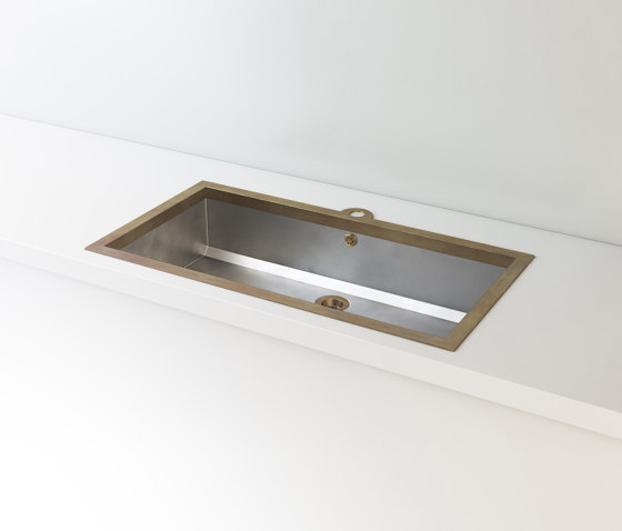 SATIN STAINLESS STEEL BUILT-IN SINK