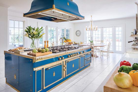 OCEAN BLUE AND BURNISHED BRASS KITCHEN de Officine Gullo | Cuisines équipées