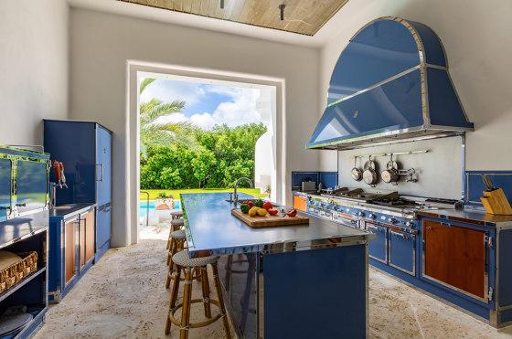 PIGEON BLUE AND POLISHED CHROME KITCHEN de Officine Gullo | Cuisines équipées