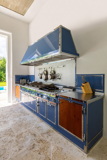 PIGEON BLUE AND POLISHED CHROME KITCHEN by Officine Gullo | Fitted kitchens