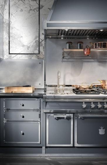 STEEL BLUE GREY AND SATIN NICKEL KITCHEN de Officine Gullo | Cuisines équipées